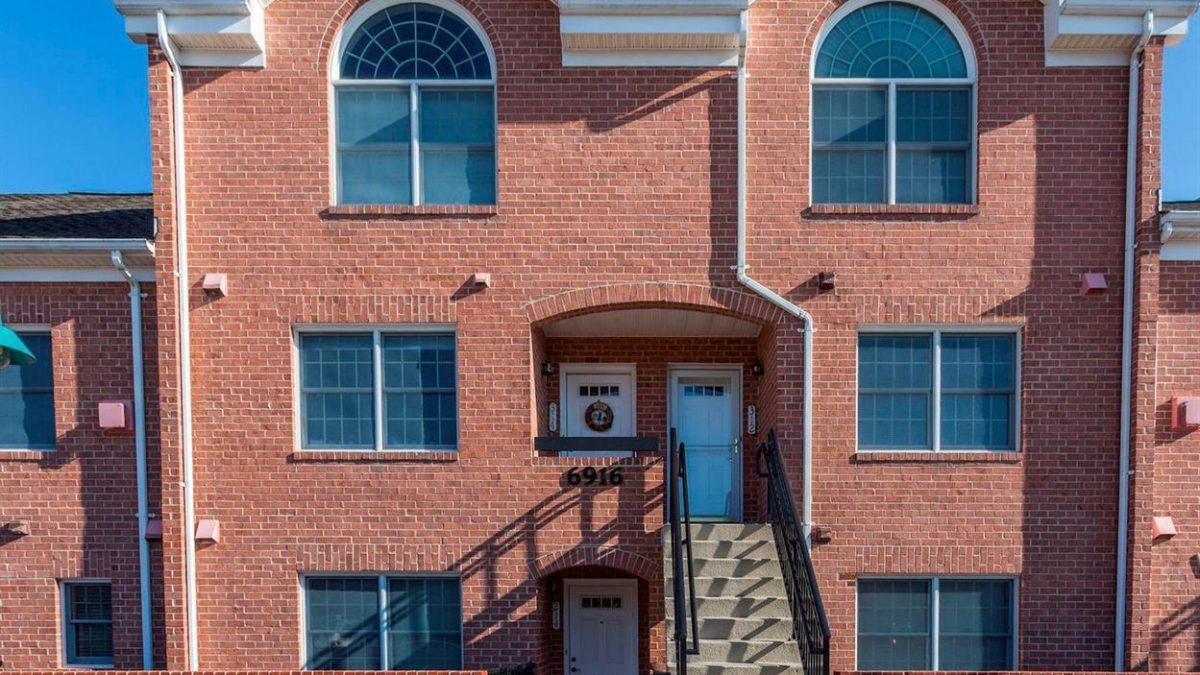 spacious and convenient two-level condo rental